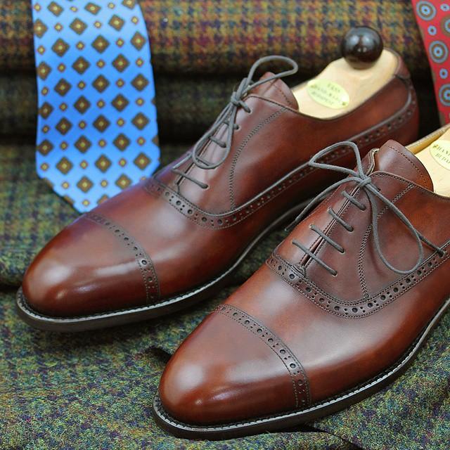 Pěkné boty bez barevných tkaniček. Zdroj: Instagram @shibumiberlin