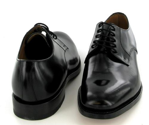 Černé derby ze základní L1 řady. Zdroj: http://www.eyefootwear.com/