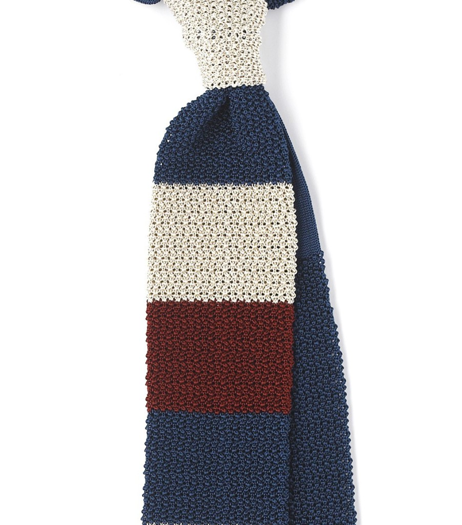 Zdroj: http://www.drakes-london.com/online-shop/ties/knitted/finest-silk-knitted-block-stripe-tie-6163