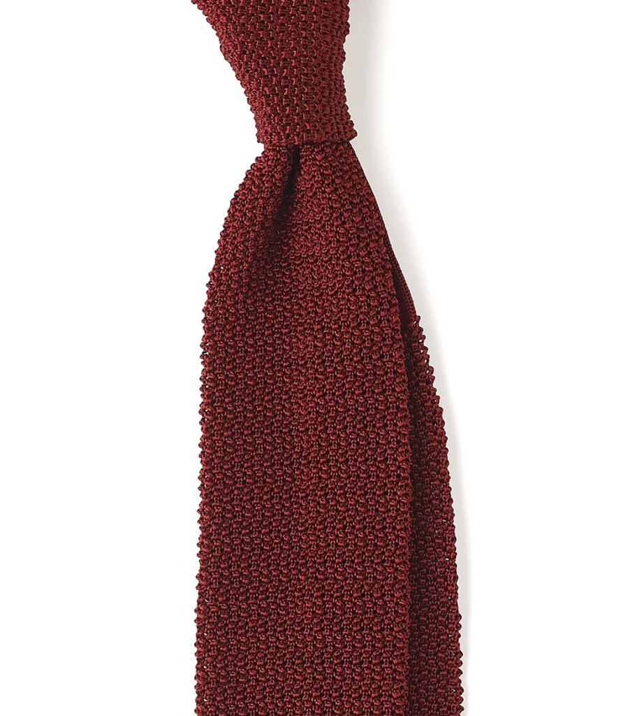 Zdroj: http://www.drakes-london.com/online-shop/ties/knitted/finest-silk-solid-colour-knitted-tie-720