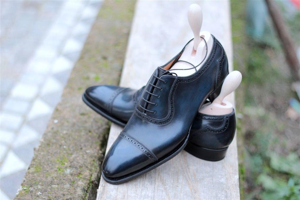 Další pěkné boty bez barevných tkaniček. Zdroj: http://saintcrispinsblessing.tumblr.com